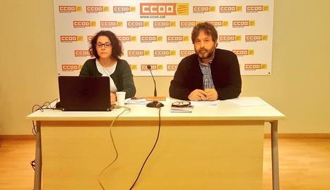 Romina Garcia i Ricard Bellera durant la presentació de l'informe.
