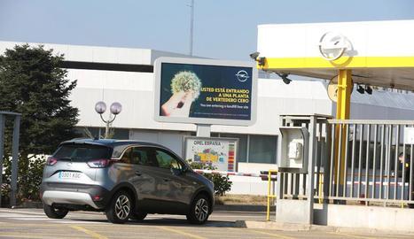 Imatge de l'entrada de la factoria de la planta d'Opel Figueruelas.