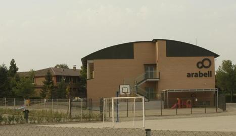 Imatge dels edificis de l'escola Arabell, que per primer vegada tindrà professorat masculí.