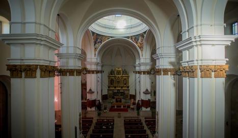 la catedral del baix segre. Vista interior de l'església de Sant Antolí (esquerra), una de les més grans de la comarca. És molt gran per les dimensions del poble.