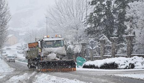 La nevada deixa una vintena de carreteres de Pirineu de Lleida amb ús de cadenes i més de 700 escolars sense classe