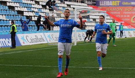 Marc Nierga celebra el gol assenyalant amb els dits al cel, ja que l'hi va dedicar al seu amic Kevin, que va morir en accident a finals d'any.