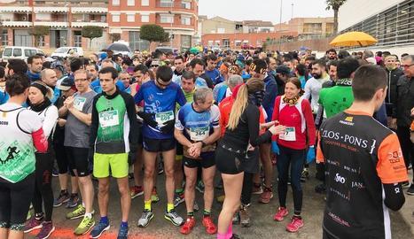 Els atletes participants van haver de fer front al fred en els moments previs a la sortida.