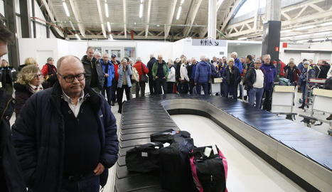 Esquiadors de més de 45 anys - El passatge del primer vol de Quality Travel estava format majoritàriament per persones de més de 45 anys. Aquest és el perfil dels clients del turoperador suec, segons va explicar aquesta setmana el propietari de ...