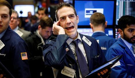 Agents treballen a la Borsa de Nova York després de diverses convulses sessions amb alta volatilitat.