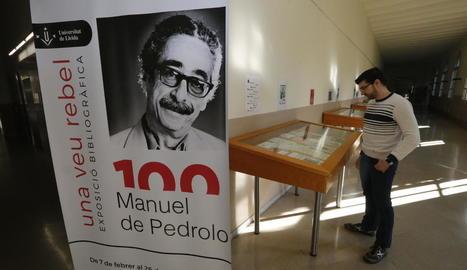 La mostra 'Una veu rebel. 100 Manuel de Pedrolo', fins al 26 de juny als passadissos del Rectorat.