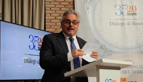 La conferència d'Enric Ticó ahir al Parador del Roser de Lleida.