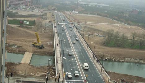 La ciutat estrena el tercer pont, el de la Universitat
