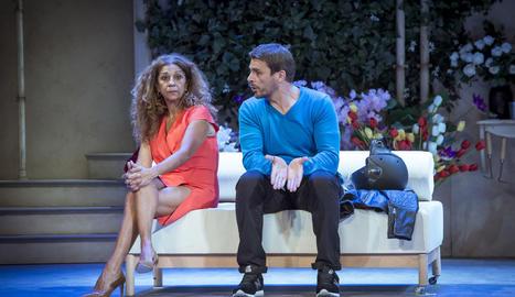 Escena de l'obra amb Lolita Flores i Luis Mottola.