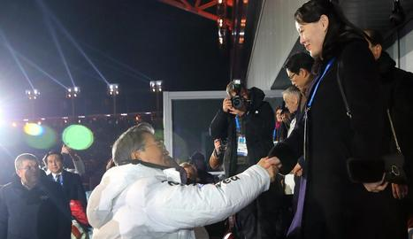 Els esportistes de les dos Corees van desfilar junts, ahir en la inauguració dels Jocs Olímpics d'Hivern.