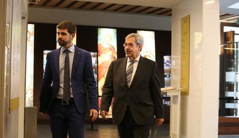 El portaveu de l'Església d'Aragó i l'advocat del bisbat oscenc, ahir a Barbastre.