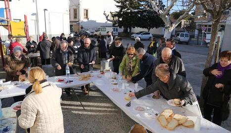 Gualter - A Gualter, entitat del municipi de la Baronia de Rialb, dimarts de Carnaval es va acomiadar amb un dinar popular que va reunir més de 250 persones, que van poder disfrutar d'una tradicional escudella.