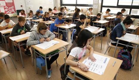 Alumnes de sisè de Primària realitzen les proves d'avaluació.