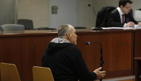 L'acusat, en presó preventiva per aquest cas, ahir durant el judici a l'Audiència de Lleida.