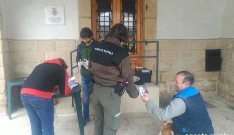 La campanya es va iniciar ahir en vint localitats d'aquesta comarca.