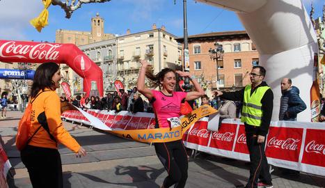 Un grup de corredors amb el guanyador de la prova de 10 quilòmetres, José Luís Blanco, a la dreta.