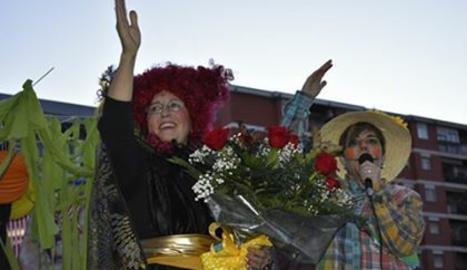 La Reina saluda els seus súbdits.
