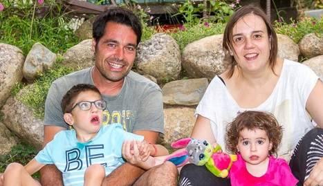 Marc Monsó i Cristina Parramon, de Tremp, amb els seus fills, Pol (9 anys) i Júlia (2).