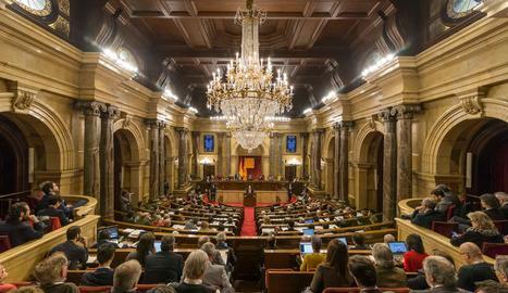 Una vista de l'hemicicle del Parlament durant el ple.