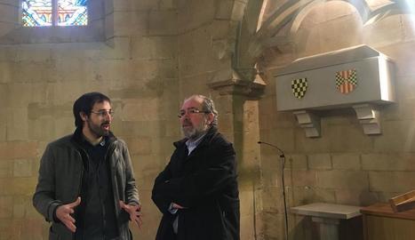 El director del monestir de les Avellanes, Robert Porta, i el president de la Diputació, Joan Reñé.