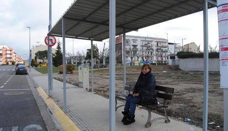 La nova estació d'autobusos de Mollerussa, davant de la del ferrocarril.
