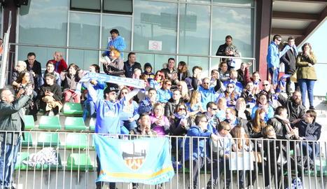Un grup de seguidors del Lleida dels que van acompanyar l'equip diumenge passat a Cornellà.
