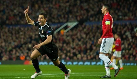Ben Yedder celebra un dels dos gols que va marcar ahir al Manchester United.