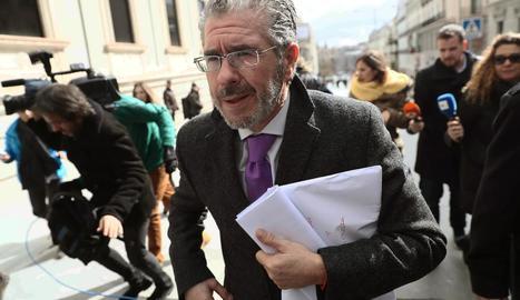 L'exsecretari general del PP madrileny Francisco Granados, ahir, a l'arribada al Congrés.