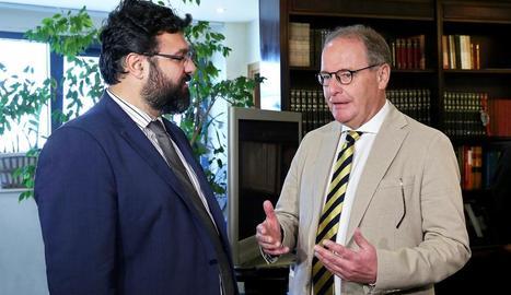 El viceministre d'Esports, Iorgos Vassiliadis, amb Herbert Hübel.