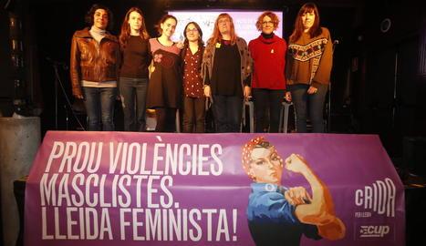 Les participants a l'acte de memòria, al Cafè del Teatre.