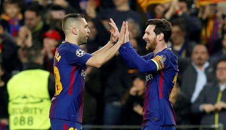 Jordi Alba i Messi celebren la classificació per als quarts de final.