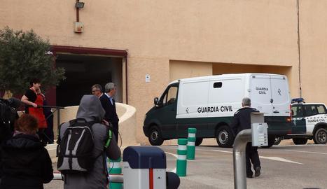 Un furgó policial trasllada Ana Julia Quezada a la presó d'El Acebuche, a Almeria.