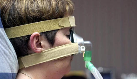 Una persona amb apnea del son, seguint un tractament.