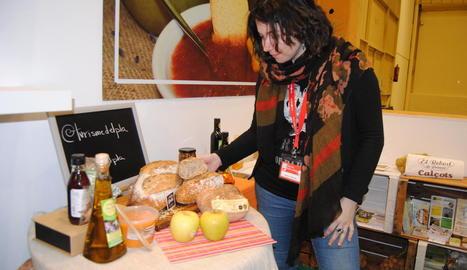 Esmorzars saludables - Alumnes de l'escola Pomeu Fabra de Mollerussa van ser els primers a visitar l'estand Aliments del Territori i Tu de la Diputació de Lleida, amb un taller d'esmorzars saludables a base de poma del Pla.