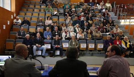 L'assemblea va comptar amb la participació d'un centenar de persones i la va inaugurar Àngel Ros.