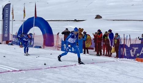 Moment en què la italiana Sara Pellegrini creua com a vencedora la prova de 10 quilòmetres d'ahir.