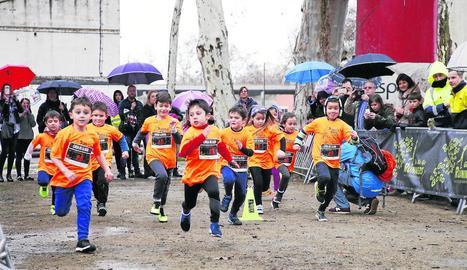 Una de les carreres de la Cursa de la Boira infantil celebrada ahir als Camps Elisis.