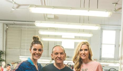 La presentadora, Raquel S. Silva, amb Custo Dalmau i Judit Mascó.