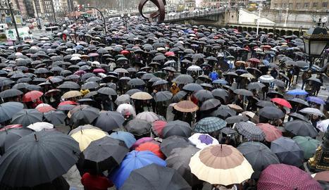 Milers de jubilats es van concentrar de nou ahir a Bilbao per reclamar unes pensions dignes.
