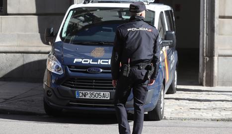 Arribada del furgó de la Policia Nacional amb el president de l'Assemblea Nacional Catalana (ANC), Jordi Sànchez.