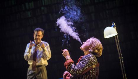 Òscar Intente i Anna Güell, protagonistes del muntatge teatral 'Parlàvem d'un somni', del TNC.