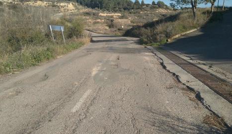 Els clots de la carretera d'accés a les pintures rupestres.
