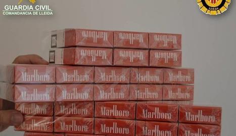 El tabac intervingut dilluns en un bar del carrer Ramon Llull.