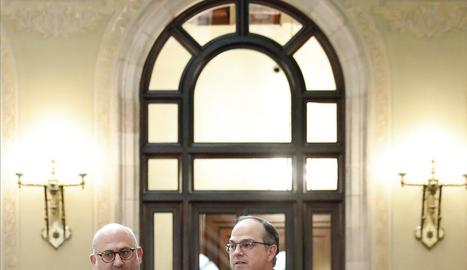 Jordi Turull (dreta) acompanyat ahir al Parlament pel portaveu de JxCat, Eduard Pujol.