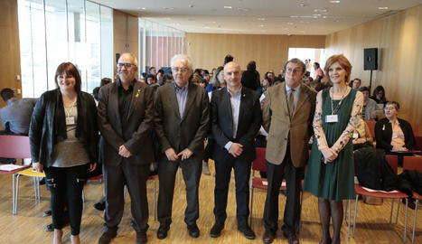 Ramón Térmens, tercer per l'esquerra, abans de la seua conferència.