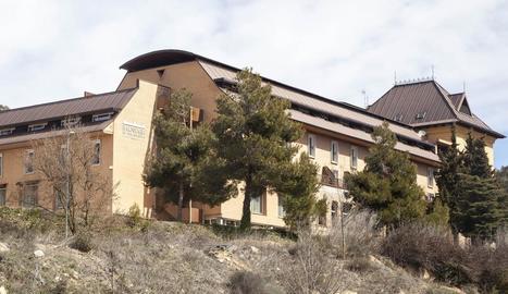 Rocallaura - El Rocallaura Spa distribueix la seua oferta en 67 habitacions dobles, 9 júnior suites i 6 suites. Un dels punts forts és la seua aposta per la relaxació, amb un ampli spa amb piscina coberta, banyera d'hidromassatge, sauna i dutx ...