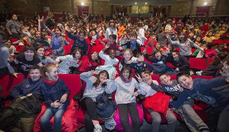 El Gran Teatre de la Passió es va omplir ahir de joves escolars al concert pedagògic del festival.