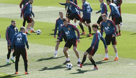 Andrés Iniesta, entrenant-se amb la selecció, que avui s'enfrontarà a Alemanya en un amistós.