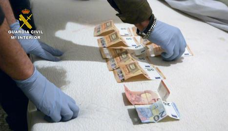 Diners trobats al domicili del suposat autor de l'atracament a Fraga.