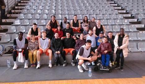 La Fundació ASPROS va visitar ahir la plantilla del Força Lleida.